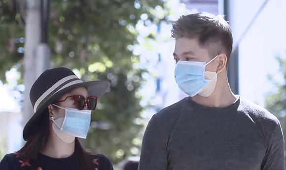 Hậu phẫu thuật thẩm mỹ, Tim – Trương Quỳnh Anh vẫn điềm nhiên dạo phố bên nhau