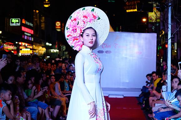 Những bước cawatlk đầu tiên của Á Hoàng Trang Sức Thanh Hà ở chương trình Thời Trang Phố