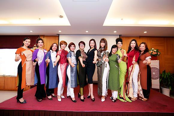 Doanh nhân Việt yêu chuộng chiếc áo dài cách tân của NTK Quỳnh Paris