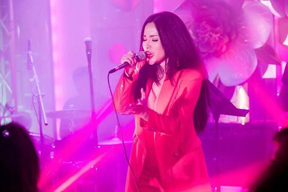 Rừng sao hải ngoại đổ bộ trên thảm đỏ chúc mừng Đan Kim ra mắt Album