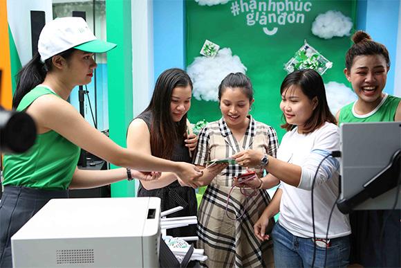 """Ấn tượng với chuỗi sự kiện ý nghĩa """"Điểm Check-in Hạnh phúc"""" của Manulife Việt Nam"""