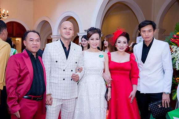 Hoa hậu Lee Lee Nguyễn hội ngộ dàn sao Việt trên thảm đỏ TMV Xuân Trường