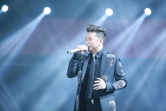 """""""Ông hoàng nhạc Việt"""" Đàm Vĩnh Hưng gây ấn tượng mạnh tại lễ trao giải POPS Awards A New Millennium"""