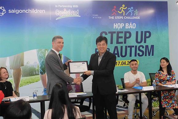 Cùng lan tỏa thông điệp '100 triệu bước chân đồng hành cùng trẻ tự kỷ Việt Nam'