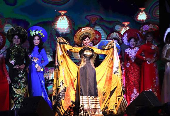 Hoa hậu Lương Thu Hương diện áo dài quá đẹp đấu giá thành công cho từ thiện