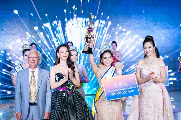 Tân Hoa hậu Doanh nhân Toàn năng Châu Á 2019 Ngọc Hân tỏa sáng bởi vẻ đẹp và tài năng