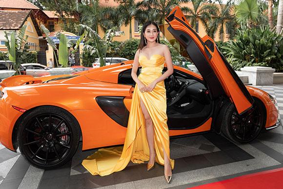"""VOV Super Cars  cung cấp dòng siêu xe đón dàn diễn viên """"gái già lắm chiêu 3"""""""