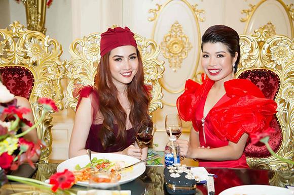 Hoa hậu Phan Thị Mơ hóa nữ bá tước trong biệt thự dát vàng trong Lễ ra mắt Salata