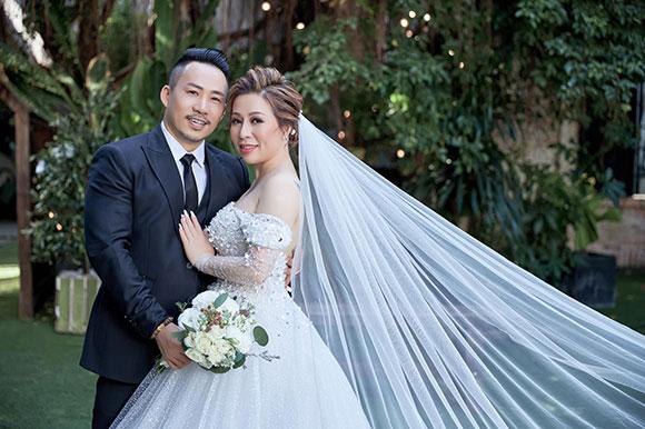 Hoa hậu Kristine Thảo Lâm e ấp bên ca, nhạc sĩ Huỳnh Nhật Đông trong loạt ảnh cưới