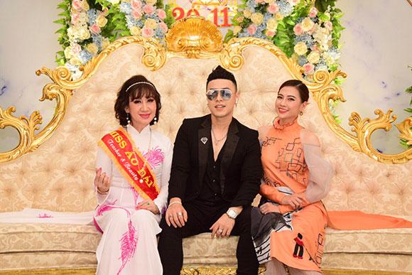 Á hoàng Lê Thị Lụa hội ngộ nghệ sĩ Thanh Hằng cùng ca sĩ Akira Phan tại Miss Áo dài- Teacher S Beauty