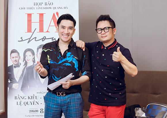 """Ca sĩ Quang Hà vừa có buổi tập cùng Bằng Kiều và dàn nhạc để chuẩn bị cho """"Hà show"""" ngày 8.5 sắp tới."""