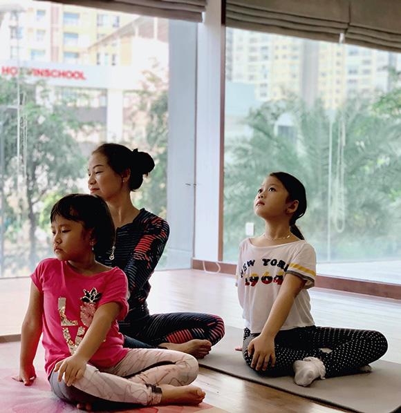 Vì sao nữ giáo viên, HLV Yoga Pilates Đỗ Diễm Chi dành tình yêu đặc biệt cho các cháu thiếu nhi?