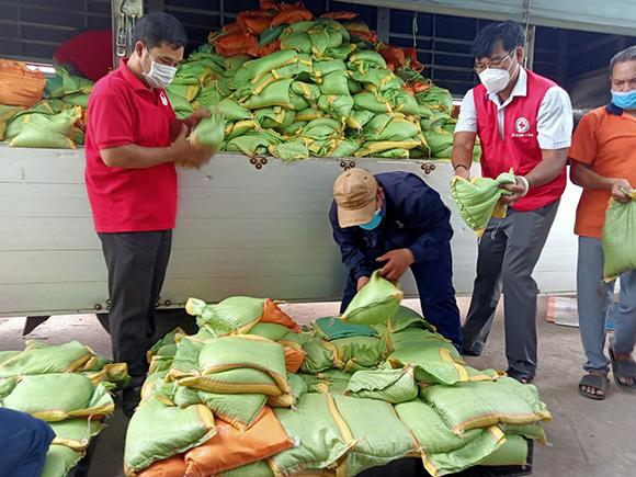 Nông dân tỉnh Đắk Nông ủng hộ 20 tấn rau, củ, quả cho bà con TP. Hồ Chí Minh